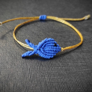 Gold macrame bracelet with blue fish Code: FISHG1004 Price: From 10€ to 7€ ______________________________ Χρυσό μακραμέ βραχιόλι με μπλε ψάρι Κωδικός: FISHG1004 Τιμή: Από 10€ μόνο 7€ ______________________________ #jcmacrame #juliascollection #macrame #macraméfish #fish #macramejewelry #fishes #macramebracelet #bracelet #braceletoftheday #macramelove #macramedesign #blue #bluefish #bluejewelry #bluemacrame #loveblue #blueonly #loveit #❤️