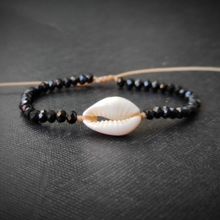Summer bracelet with white shell and black glass beads Code: SHELL4006 Price: From 6€ to 4.20€ only ______________________________ Καλοκαιρινό βραχιόλι με κοχύλι και μαύρες γυάλινες χάντρες Κωδικός: SHELL4006 Τιμή: Από 6€ μόνο 4.20€ ______________________________ #jcmacrame #juliascollection #macrame #macrameshell #shell #macramejewelry #shells #macramebracelet #bracelet #braceletoftheday #macramelove #macramedesign #white #whiteshell #blacklover #blackjewelry #blackmacrame #loveblack #black #blackonly #loveit #❤️