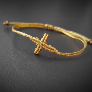 Gold macrame cross bracelet Code: CROSS1001 Price: 8,80€ ______________________________ Μακραμέ βραχιόλι με σταυρό σε χρυσό χρώμα  Κωδικός: CROSS1001 Τιμή: 8,80€ ______________________________ #jcmacrame #juliascollection #macrame #macramejewelry #macramebracelet #cross #cross #crossbracelet #macramecross #handmade #handmadejewelry #shopping  #shoppingonline #viral #fyp