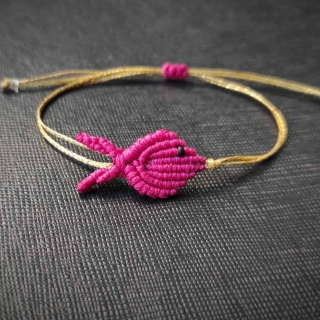 Gold macrame bracelet with fuksia fish Code: FISHG1002 Price: From 10€ to 7€ only ______________________________ Χρυσό μακραμέ βραχιόλι με φούξια ψάρι Κωδικός: FISHG1002 Τιμή: Από 10€ μόνο 7€ ______________________________ #jcmacrame #juliascollection #macrame #macraméfish #fish #macramejewelry #fishes #macramebracelet #bracelet #braceletoftheday #macramelove #macramedesign #pink #pinkfish #pinkjewelry #bluemacrame #lovepink #pinkonly #loveit #❤️ #🐟
