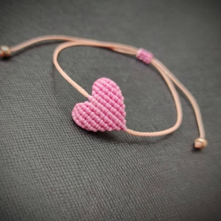 Pink-gold macrame bracelet with pink heart Code: PC1012 ______________________________ Ροζ-χρυσό μακραμέ βραχιόλι με ροζ καρδιά Κωδικός: PC1012 ______________________________ #jcmacrame #juliascollection #macrame #macramejewelry #macramelove #macramedesign #macrameheart #heart #beige #lightpink #pinkgold #goldpink #pink #lovepink #allpink #pinkonly